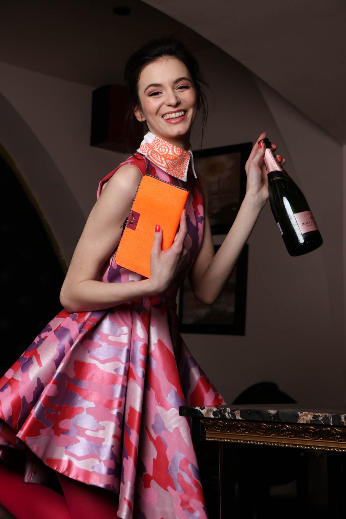 David Bacali / obleka roza / 300 eur  Princip / ovratnik / 29eur  Zelolepo / denarnica / 90eur