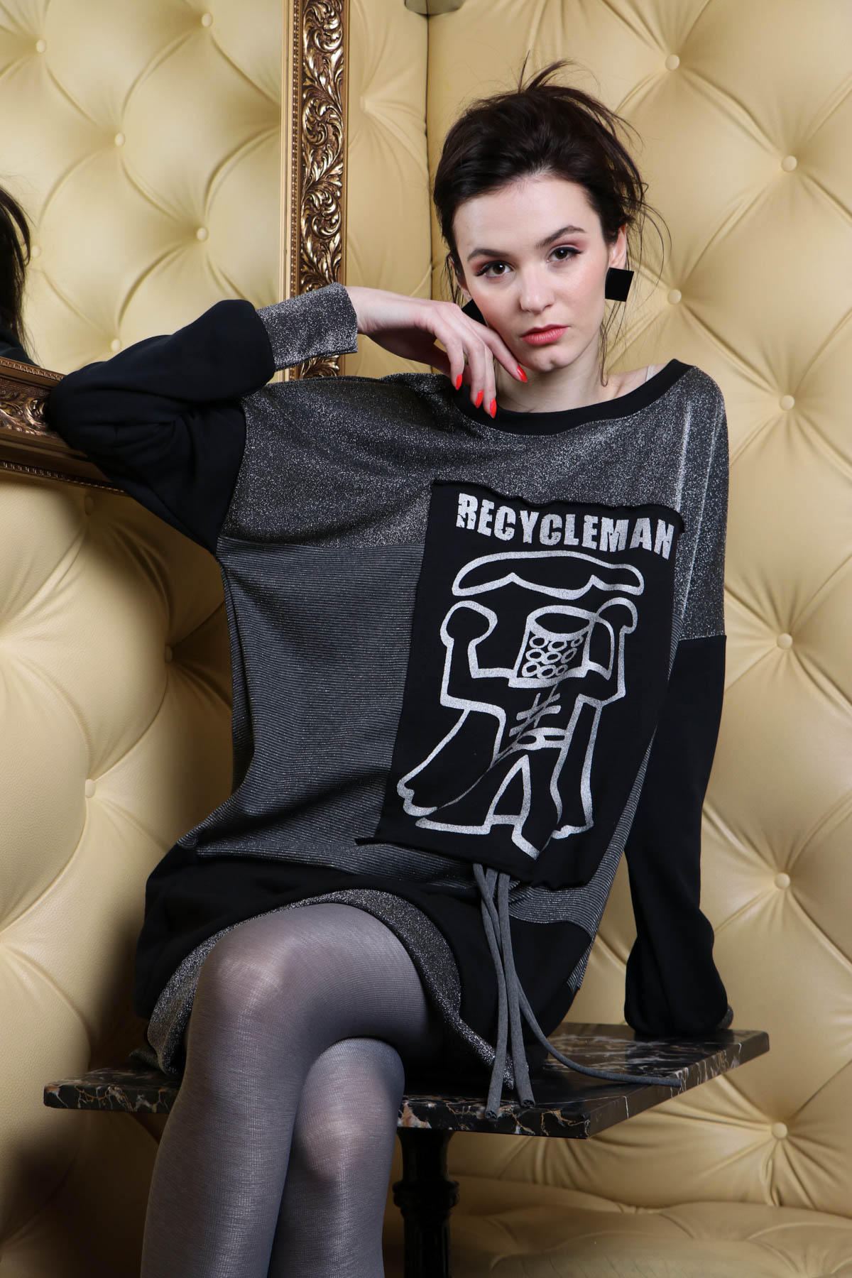 Sui uhani / 16,90 eur  Tina Pavlin / robot pulover / 85 eur