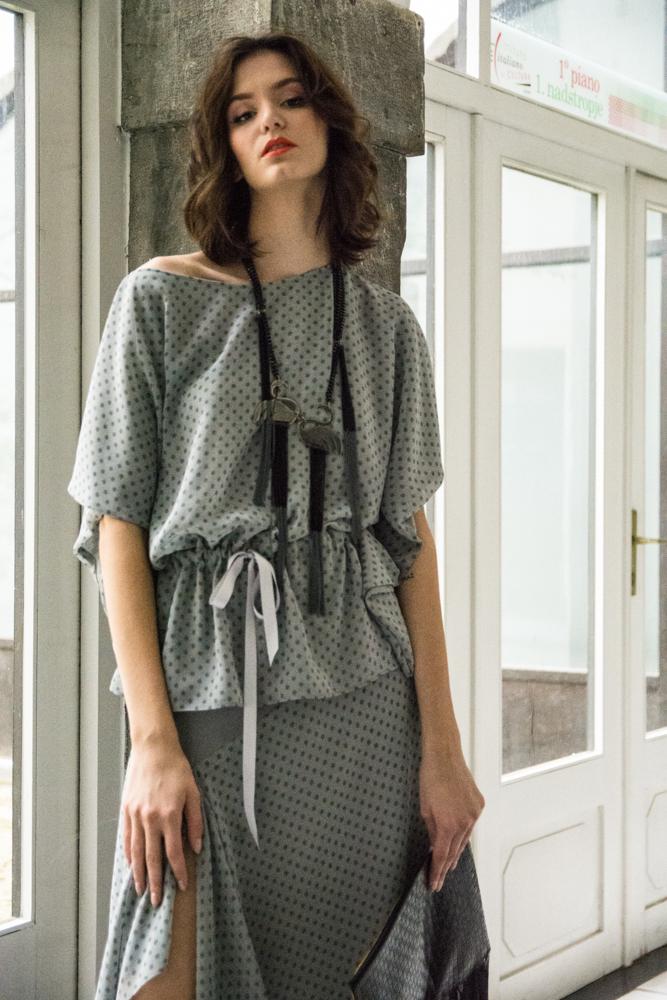 Krilo in bluza Nelizabeta  Ogrlica JSP 120€  Torba Zelolepo 120€