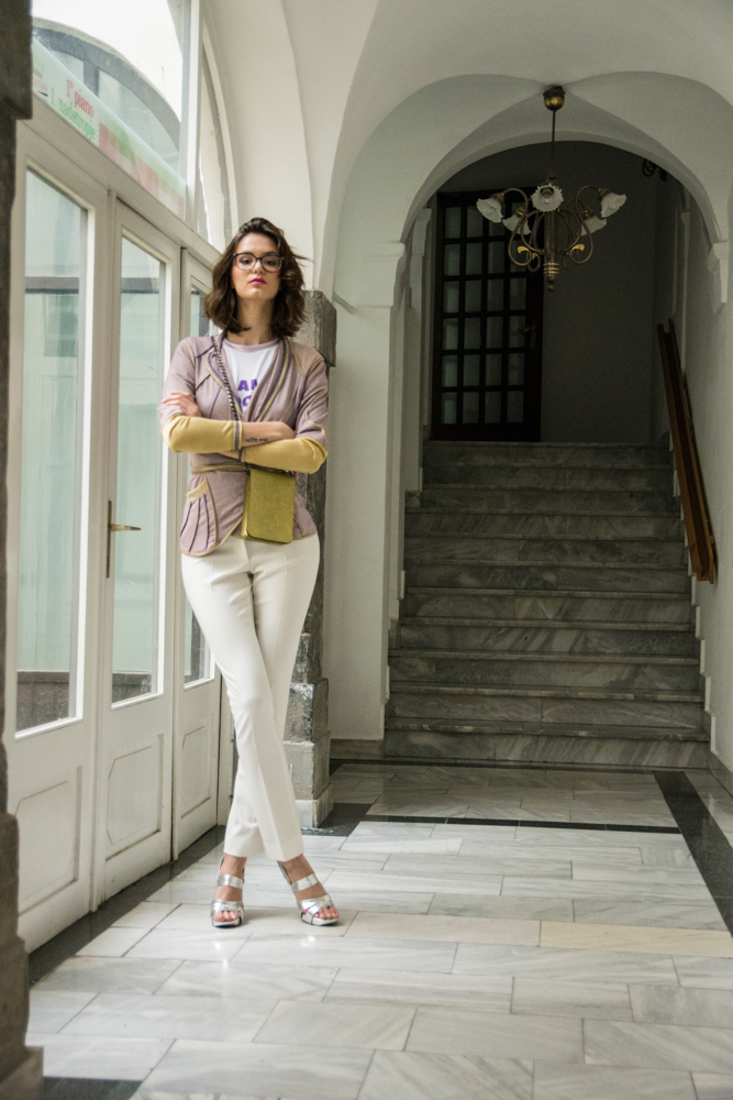 Princip hlače 106€ - 30%  Simona Kogovšek jopica , majica in torbica 120€, 68€, 75€