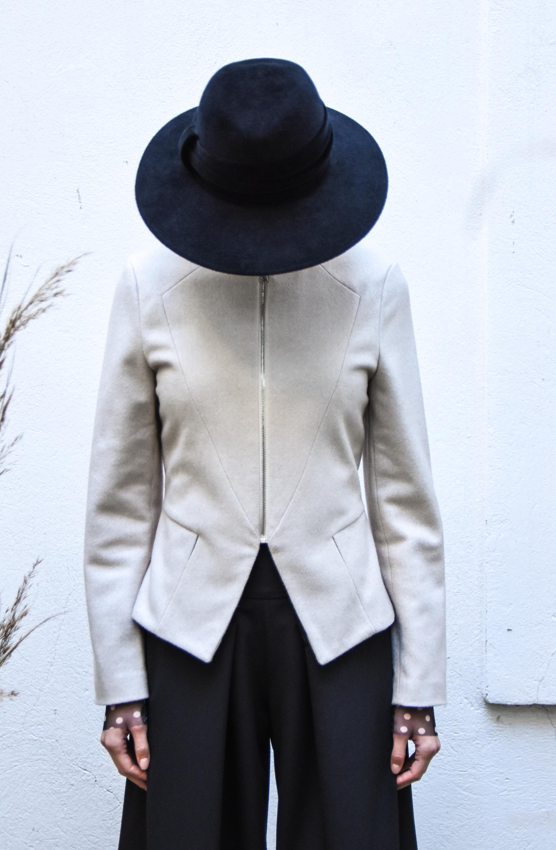Nelizabeta jakna 188  majica PP 79,30 eur  pp hlače 129 eur  klobuk blondbliss 270 eur