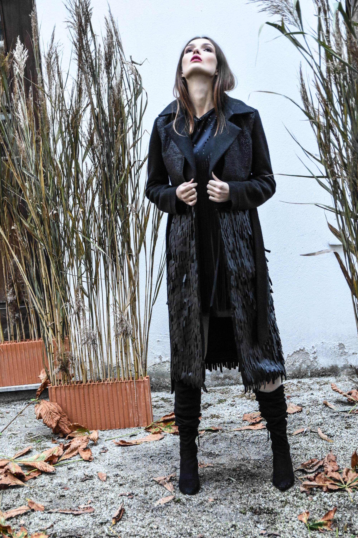 Nelizabeta obleka 188  Nelizabeta plašč Kurent