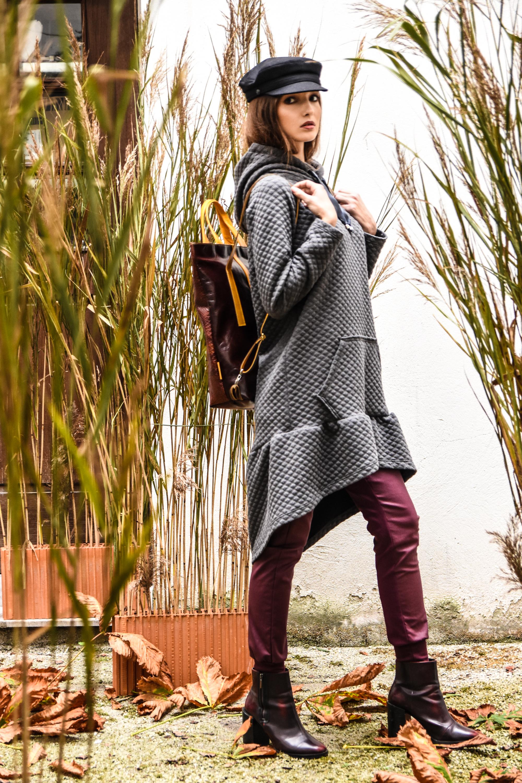 Hlače PP 119 eur  pulover PP 128,10 eur  kapa Blond bliss 65 eur  torba zelolepo 315 eur
