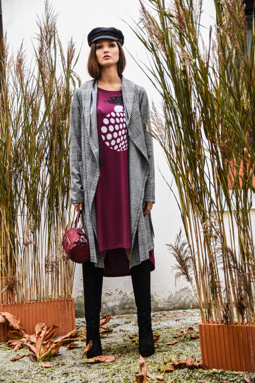 Tina Pavlin plašč 125 eur  Tina P obleka 85 eur  Zelolepo torba 180  baretka blond bliss 70 eur