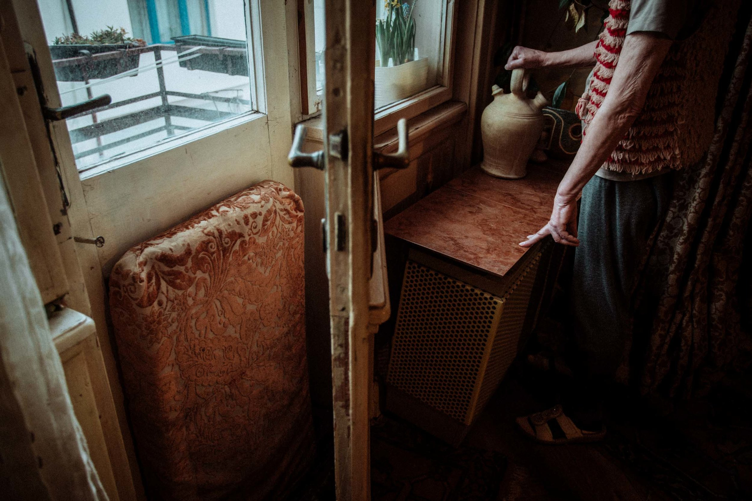 BUDAPEST • On a mild day, Lőrincné (Kati) Unger opens the window for fresh air. For many Budapesters, this is the only way to deal with overheating.