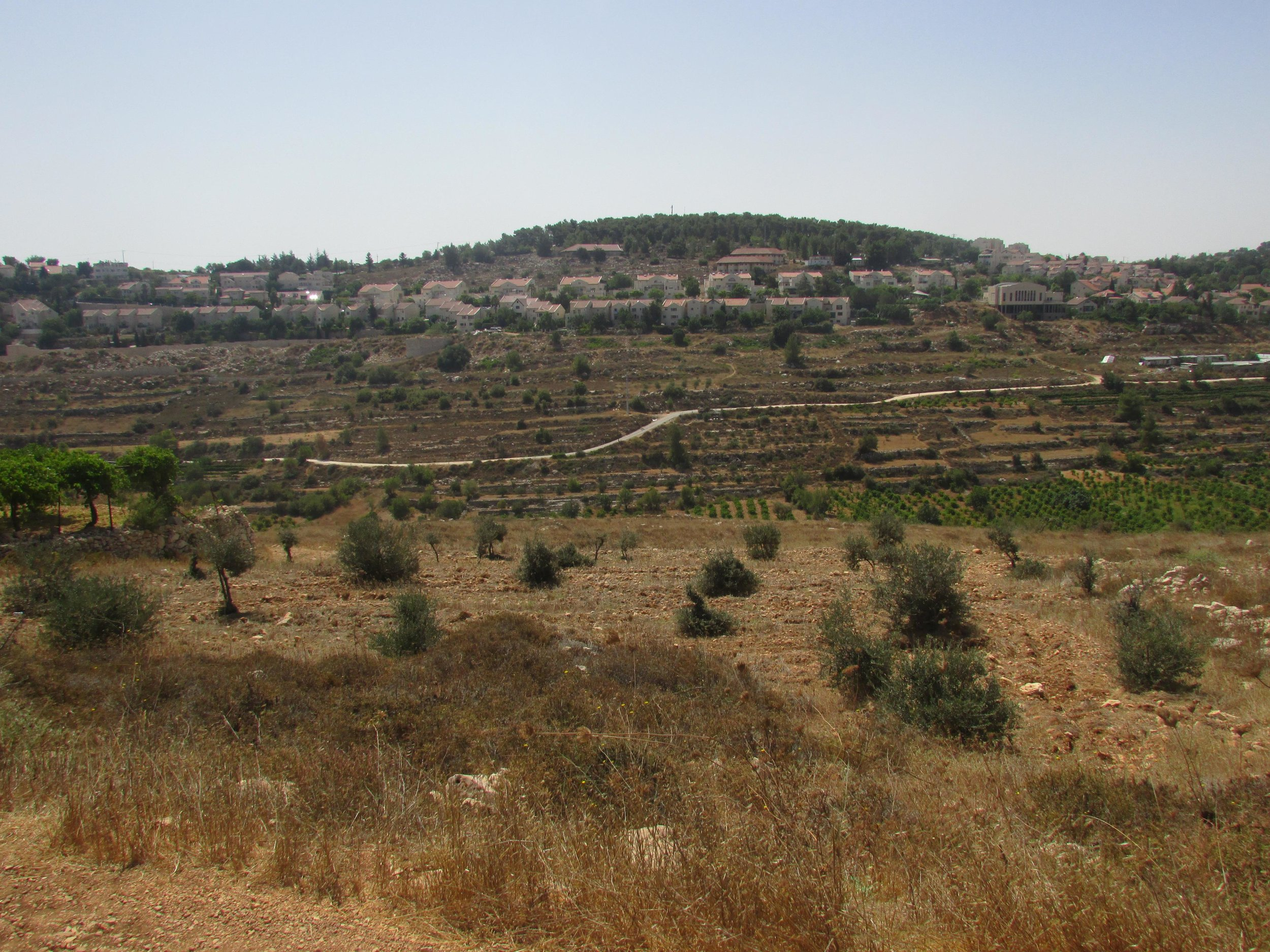 Illegale nederzetting gebouwd op Palestijns land, dichtbij het land dat nu onder dreiging van confiscatie ligt