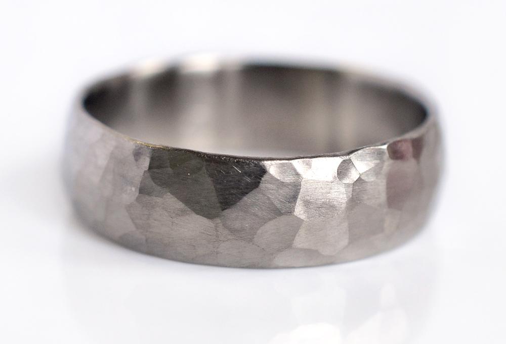 HS-LDB-hammered-mens-wedding-band-500palladium-ECdesign-michelle-nate.jpg
