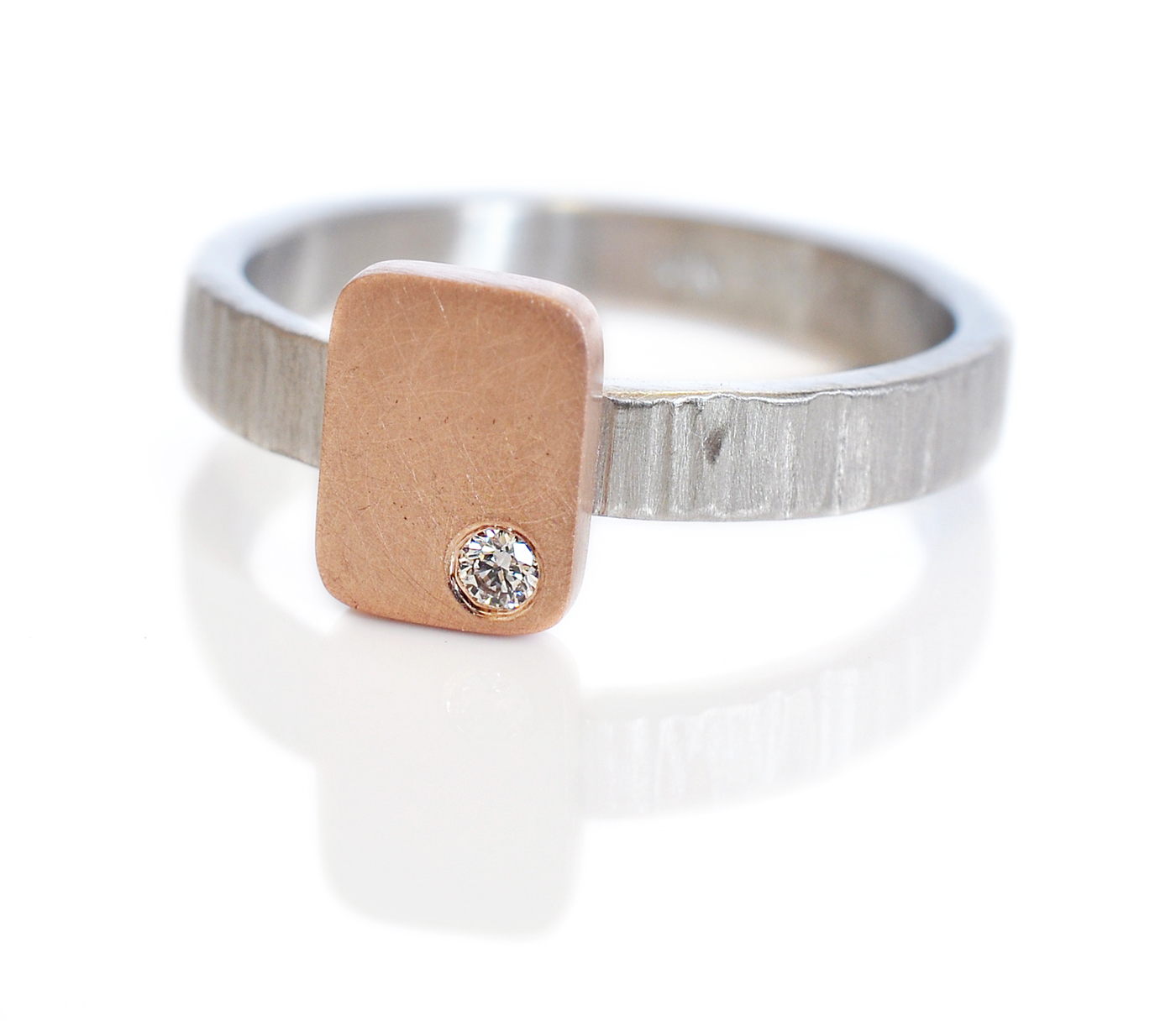 amber-kevin-custom-wedding-rings-14krosegold-950palladium-flushsetdiamonds