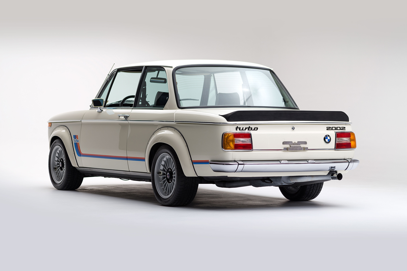 ClassicDotCom_BMW_2002_Turbo_04.jpg