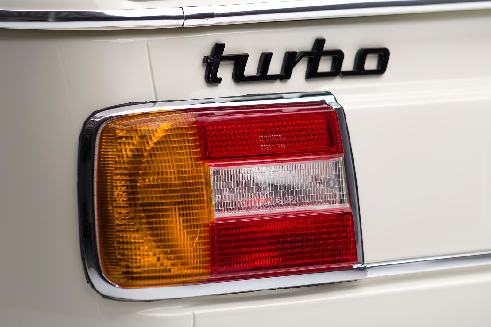 ClassicDotCom_BMW_2002_Turbo_12.jpg