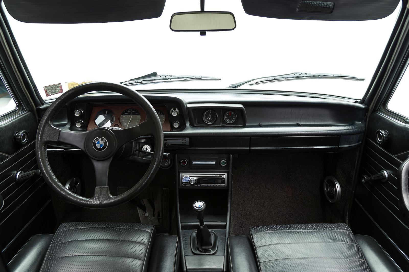 ClassicDotCom_BMW_2002_Turbo_17.jpg