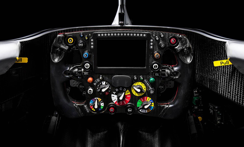 Alfa-RomeoClose_Up_Cockpit.jpg