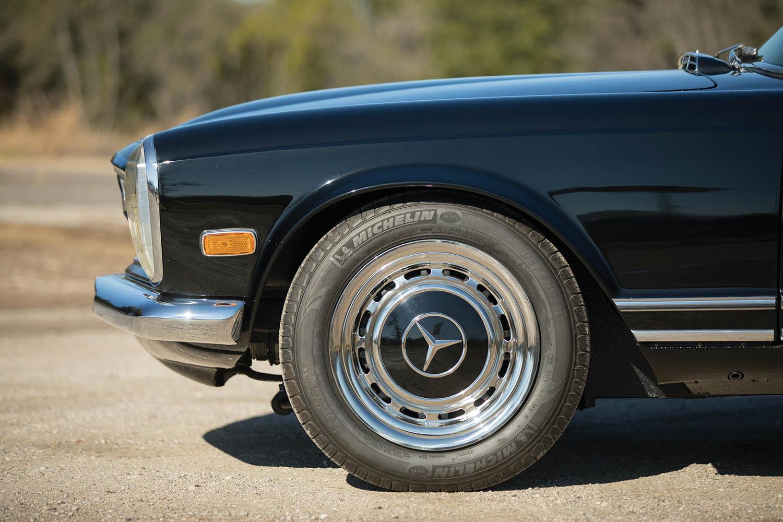 1970-Mercedes-Benz-280-SL--Pagoda--Custom_8.jpg