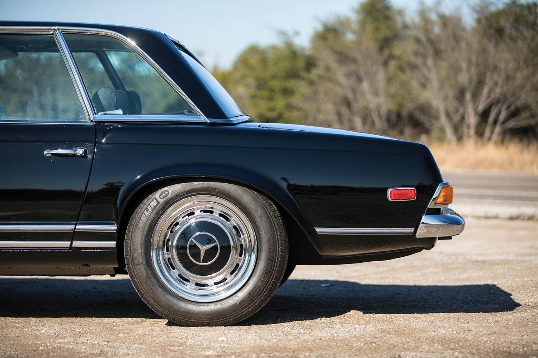 1970-Mercedes-Benz-280-SL--Pagoda--Custom_10.jpg
