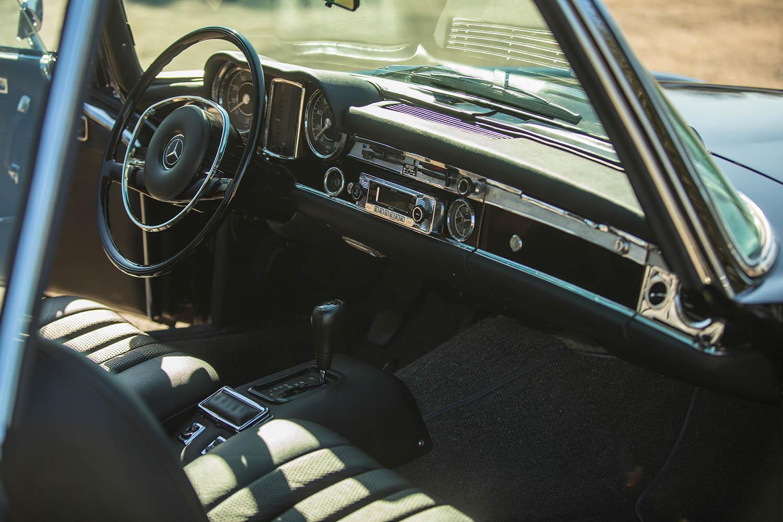 1970-Mercedes-Benz-280-SL--Pagoda--Custom_14.jpg