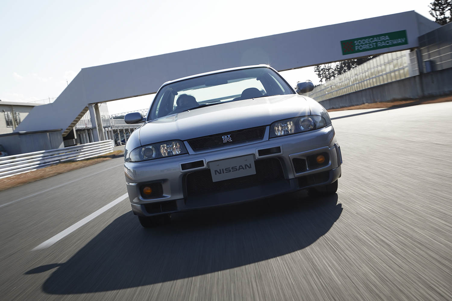 GT-R_BCNR33_1997_Driving_07-source.jpg