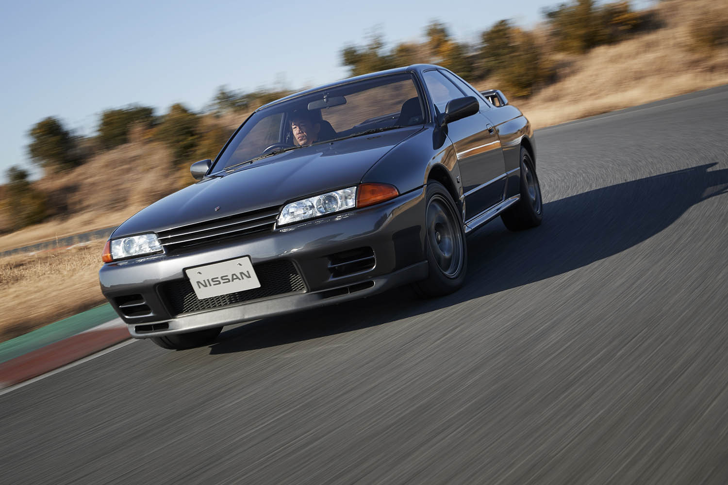 GT-R_BNR32_1989_Driving_09-source.jpg