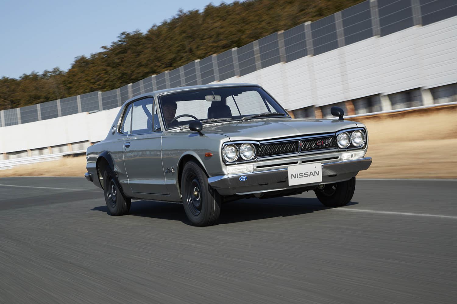 GT-R_KPGC10_1972_Driving_08-source.jpg