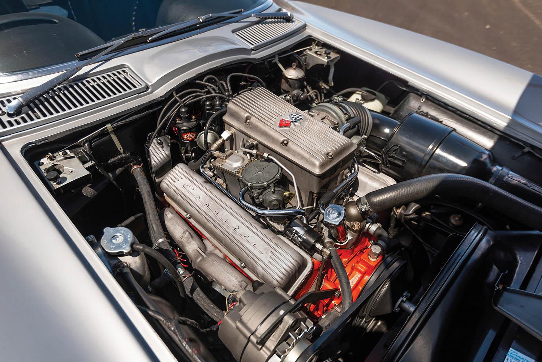 1963-Chevrolet-Corvette-Sting-Ray--Fuel-Injected-_2.jpg