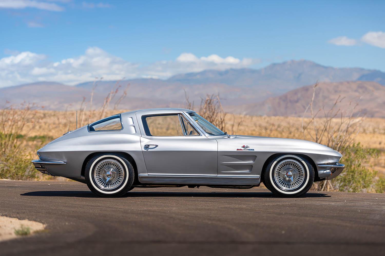 1963-Chevrolet-Corvette-Sting-Ray--Fuel-Injected-_4.jpg
