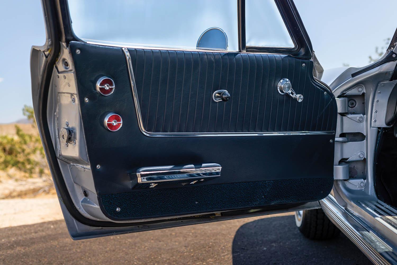 1963-Chevrolet-Corvette-Sting-Ray--Fuel-Injected-_17.jpg
