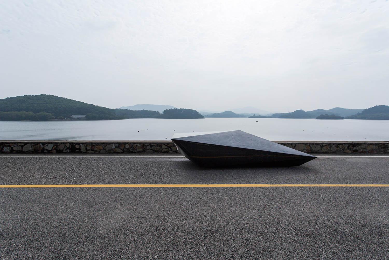 Lo-Res-car-concept_United-Nude_Lamborghini_dezeen_1568_4.jpg