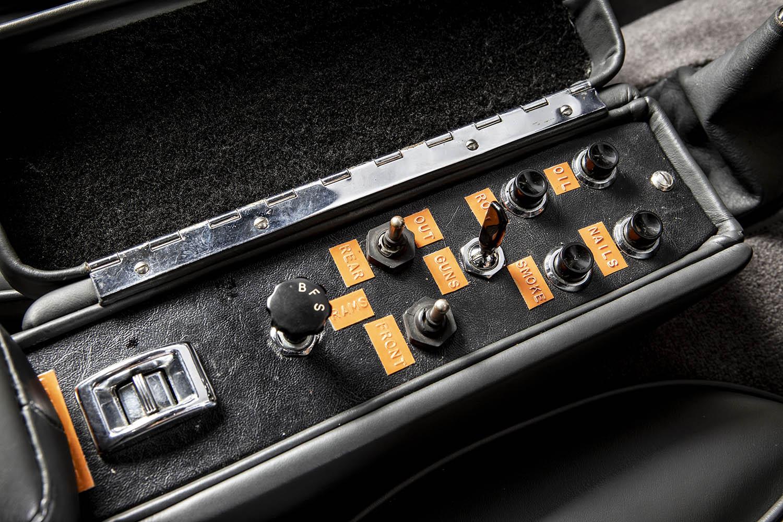 1965-Aston-Martin-DB5--Bond-Car-_12.jpg