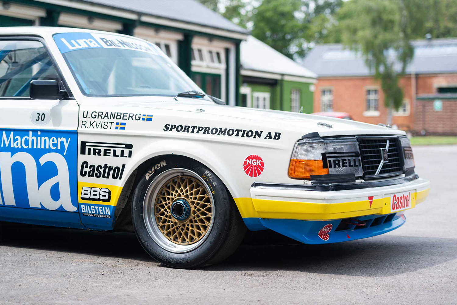 5d2da8c42be6bae4ede1b3b4_insert2-for-sale-1984-volvo-240-turbo-group-abicester-heritage-oxfordshire-uk-sports-purpose-porsche-specialists.jpg