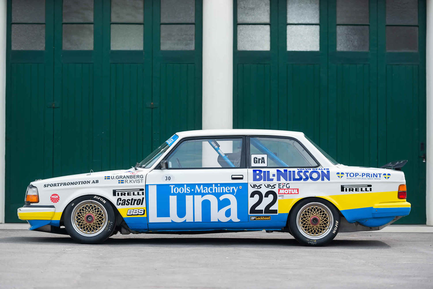 5d3183a44f388a1eead8be86_02-for-sale-1984-volvo-240-turbo-group-abicester-heritage-oxfordshire-uk-sports-purpose-porsche-specialists.jpg