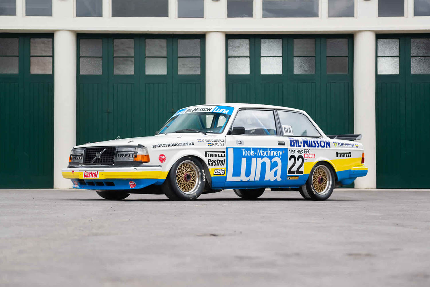 5d3183e2d7f4cddd174df9e6_22-for-sale-1984-volvo-240-turbo-group-abicester-heritage-oxfordshire-uk-sports-purpose-porsche-specialists.jpg