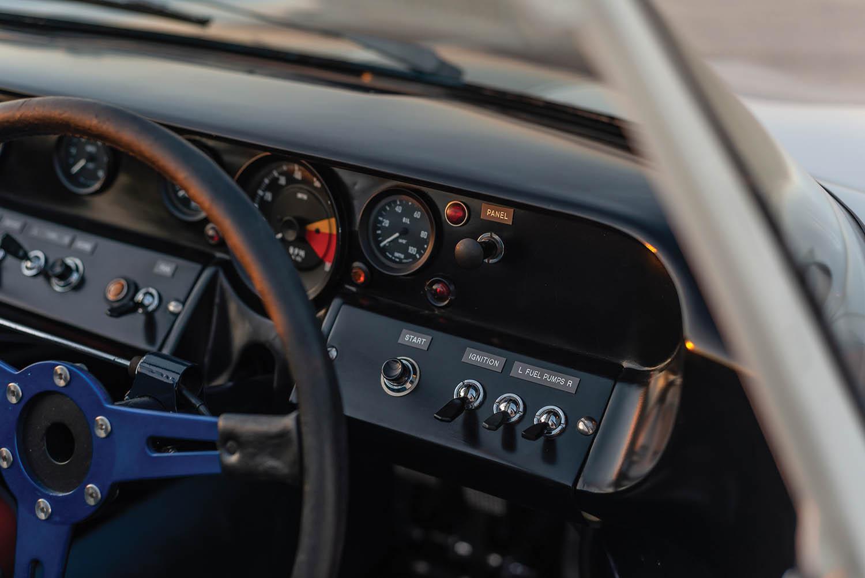 1965-Ford-GT40-Roadster-Prototype-_14.jpg