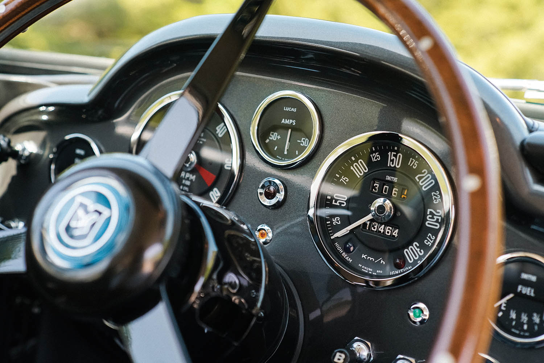 1965-Aston-Martin-DB5-Shooting-Brake-by-Radford_10.jpg