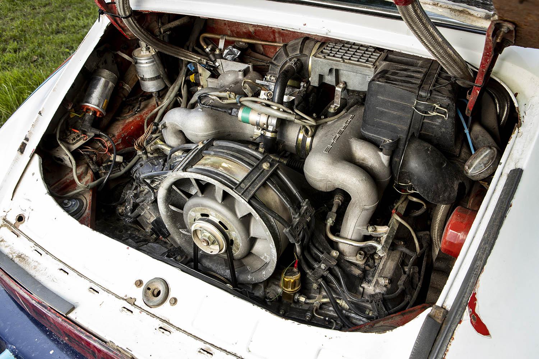 1976 Porsche 911 Carrera engine.jpg