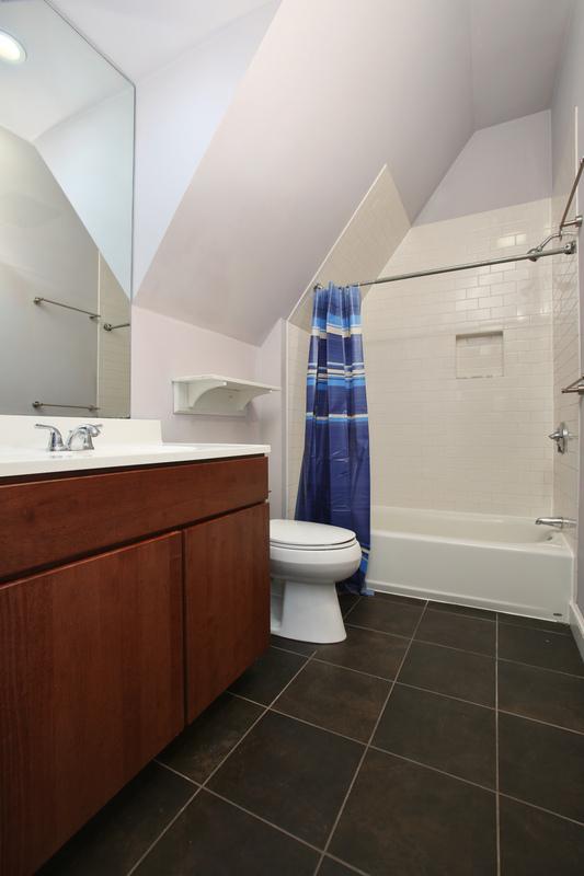 54_Cedar-Street_2_Bathroom-_800-M.jpg