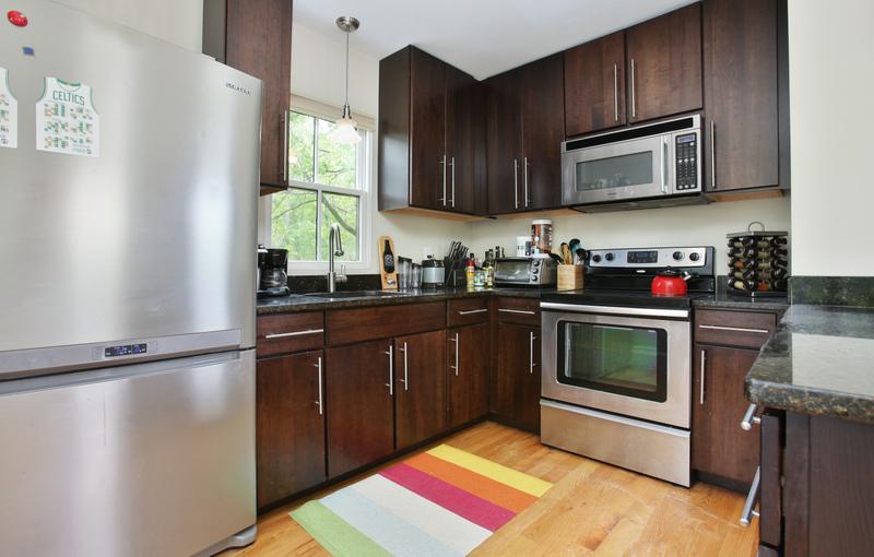 54_Cedar-Street_2_Kitchen-_800-M.jpg
