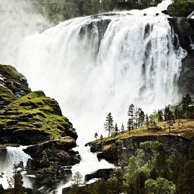 The power of nature is staggering. We can harness that energy to help power our lives. Norway is one of the world leaders in hydroelectric power utilization.  Photo: @irablockphoto . . . . . . . .⠀ .⠀ .⠀ .⠀ .⠀ .⠀ #justgoshoot #peoplescreatives #sustainability #environment #innovation #climatechange #business #economy #calledtobecreative #entreprenuerspirit #stayandwander #change #mountains #fall #imaginebetter #preserve #profitredefined ⠀ #water #travel #inspire #tech #agency #ourplanetdaily #liveauthentic #theoutbound #exploretocreate #lifeofadventure #roamtheplanet #modernoutdoors