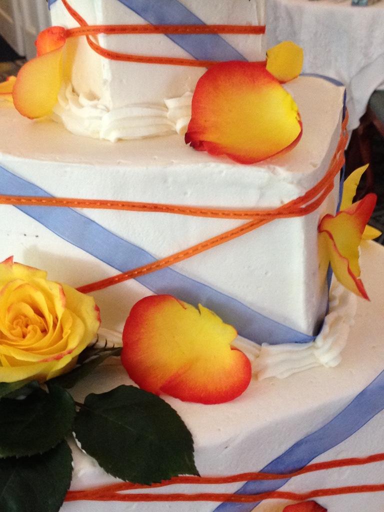 ribbon & roses cake.jpg