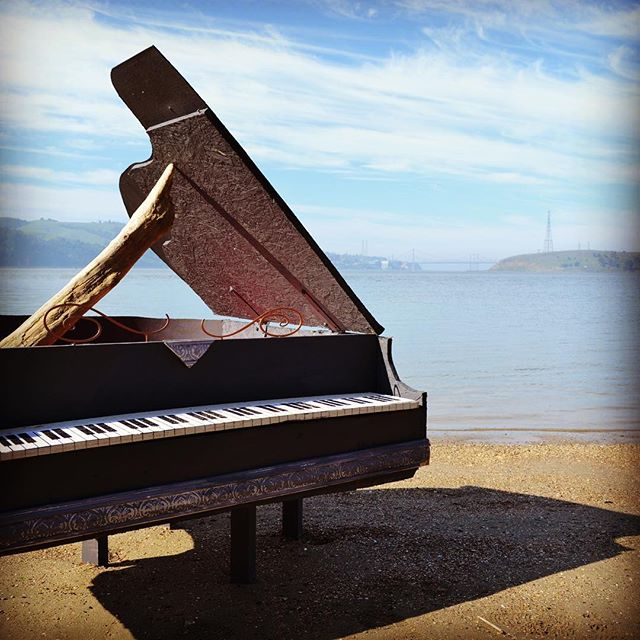 prop piano popped up on the beach during a photo shoot for @bruehol last yr. #random #rightplacerighttime  #bonfiretime