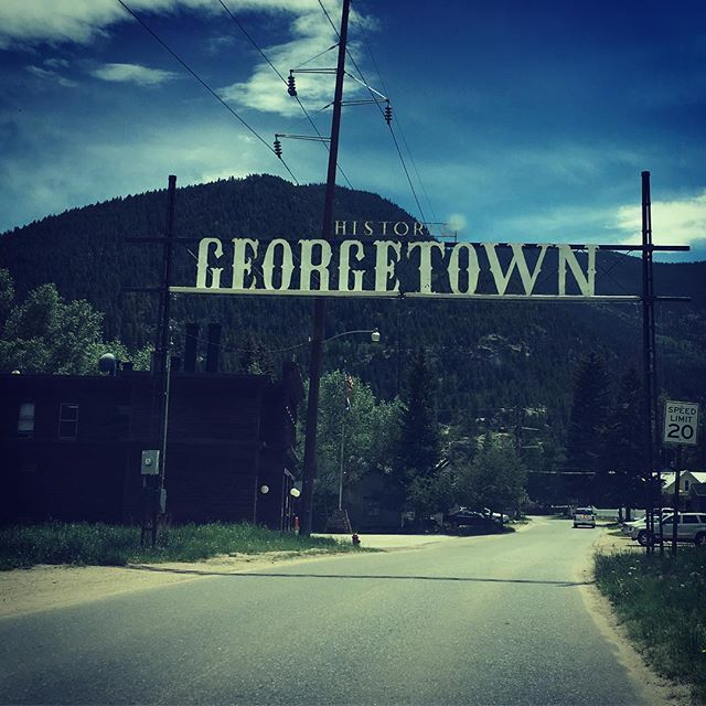 Top of the mtn. On the hunt for snow. Pretty #rad #typographic sign. #offthegrid