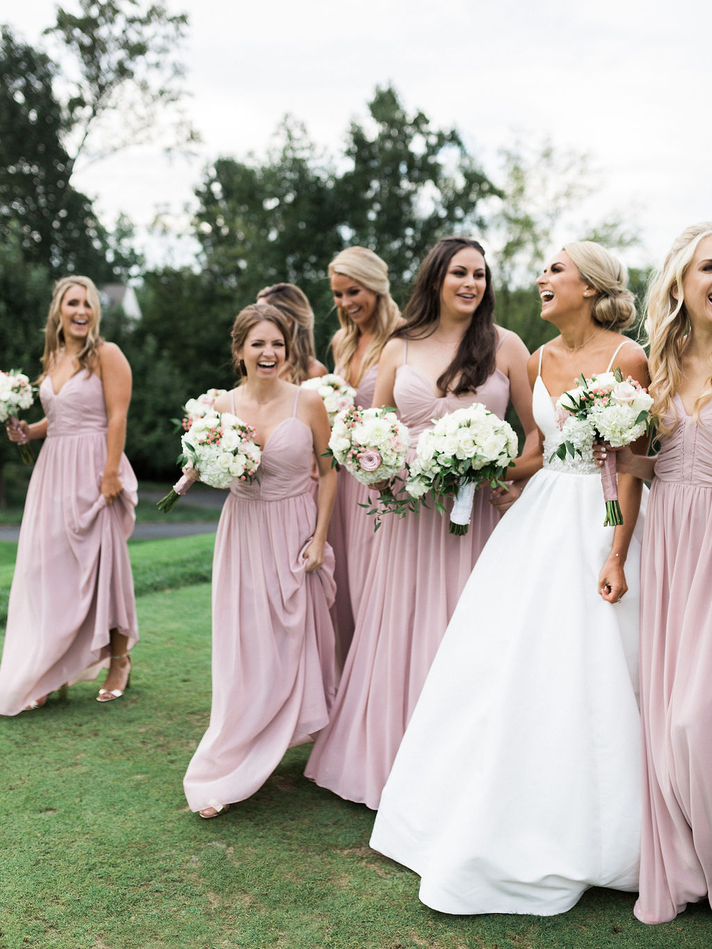 Must Have Photos With Your Bridesmaids