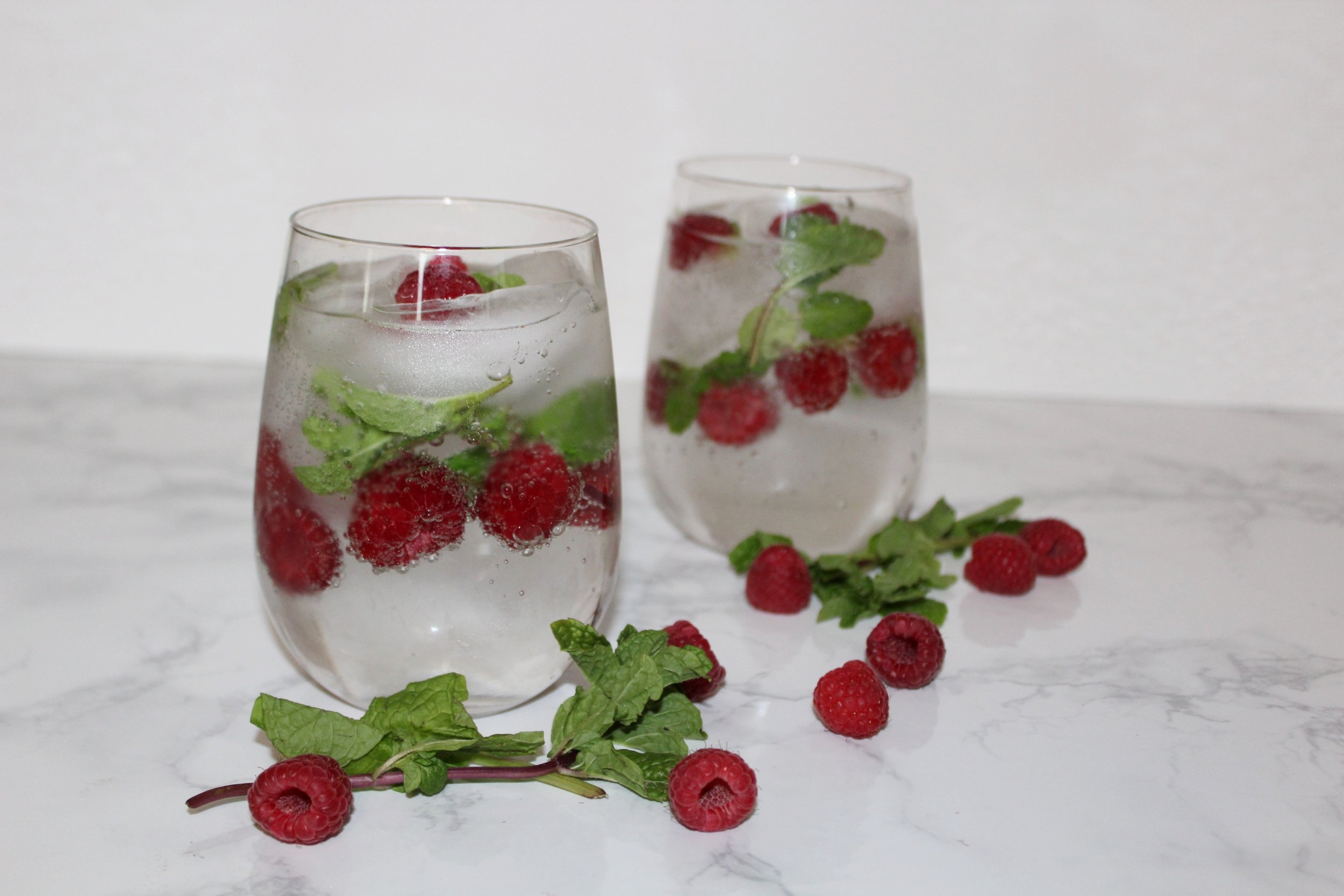 honestlysarcastic,valentinesday,happyvalentinesday,love,cocktail,lovecocktail,healthyeating,healthyliving,loveyourself,cheerstolove,cucumber,raspberry,lime,sparklinglime,cucumbervodka,mint,organic,cheers,drinks,celebrate,selflove