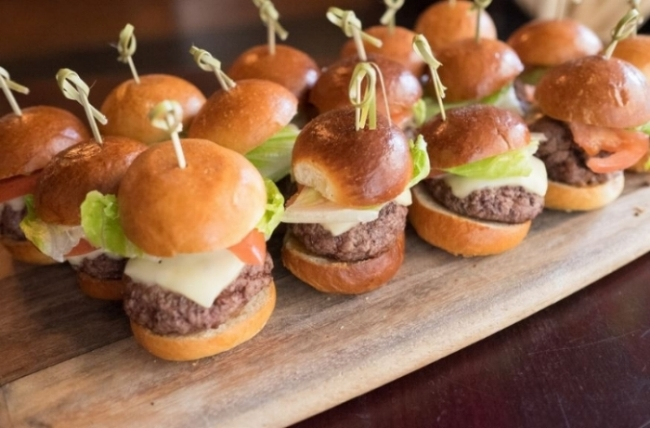 Mouthwatering Mini Cheeseburger Sliders with American Cheese and Russian Dressing