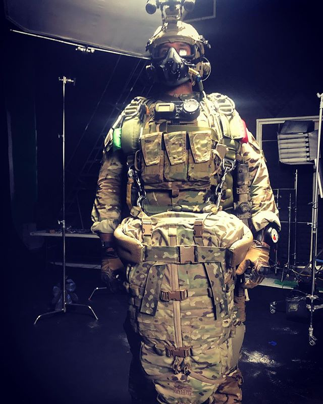The military has a way of taking something cool and fun like skydiving and making it suck. Mission essentials are heavy😢 #hollywoodjump #militaryfreefall @completeparachutesolutions #specialforces #mediagrabbers #bts