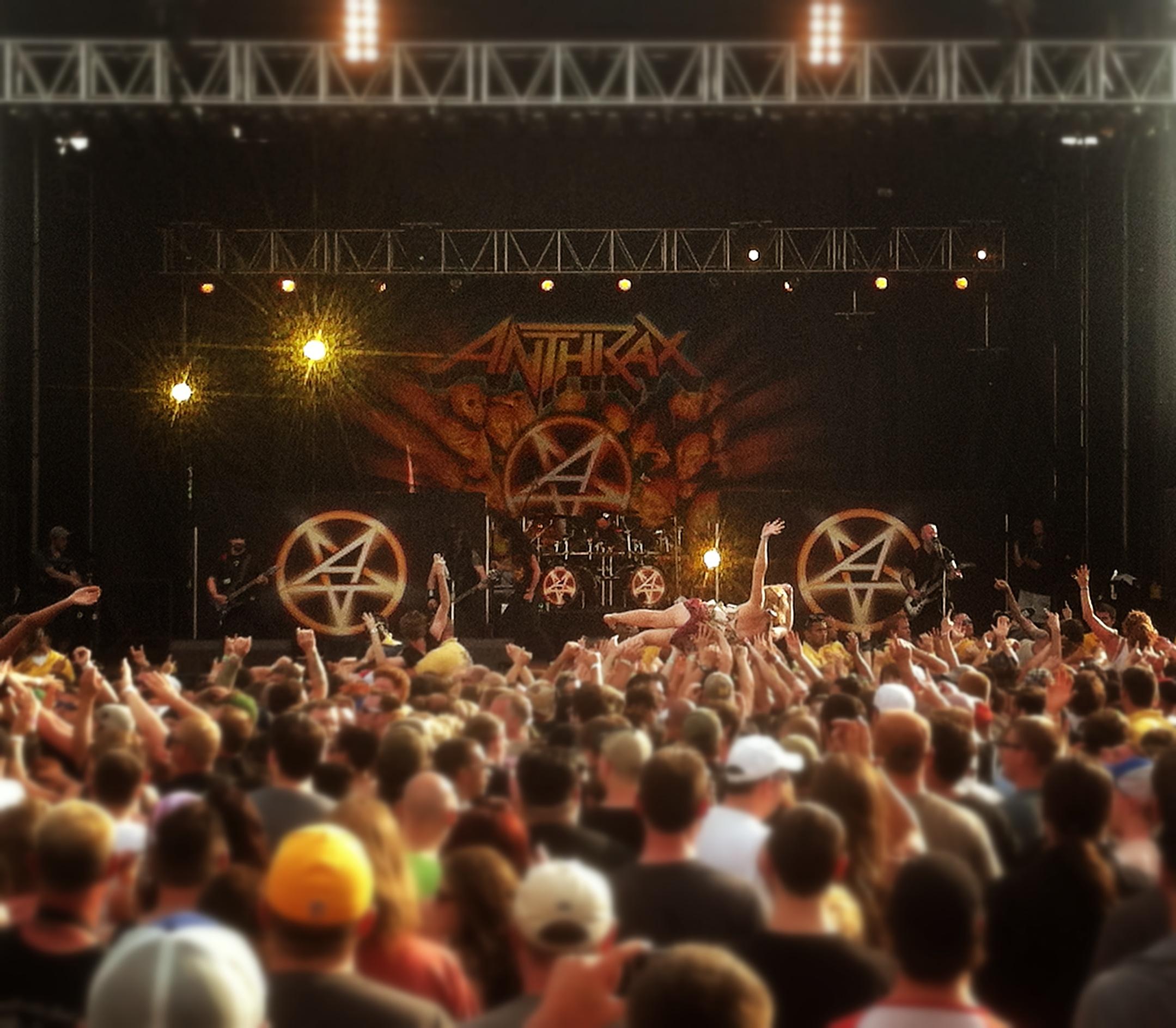 anthrax-crowd.jpg