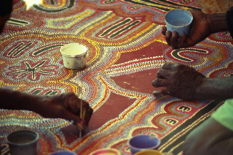 Painters at Warlukarlangu - Yuendumu