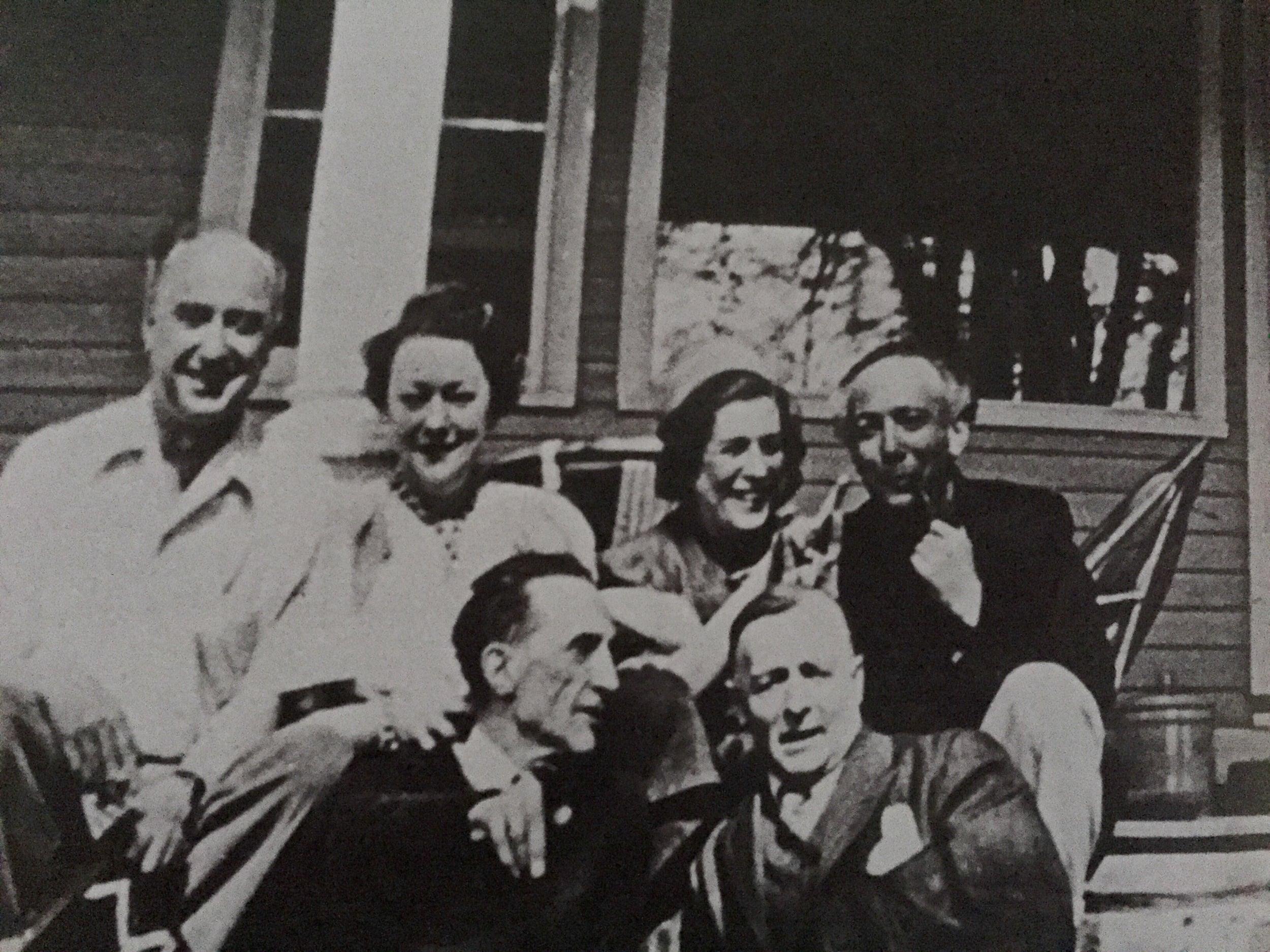 Back row: Yves Tanguy, Kay Sage, Maria Martins, Enrico Donati;front row: Marcel Duchamp, Frederick Kiesler. Photograph taken in Woodbury, CT, 23 April 1943. Courtesy of Stephen Miller.