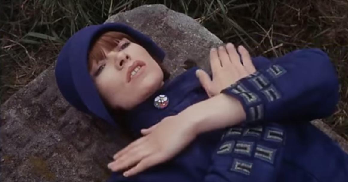 Gudrun Brangwyn, artist, played by Glenda Jackson.