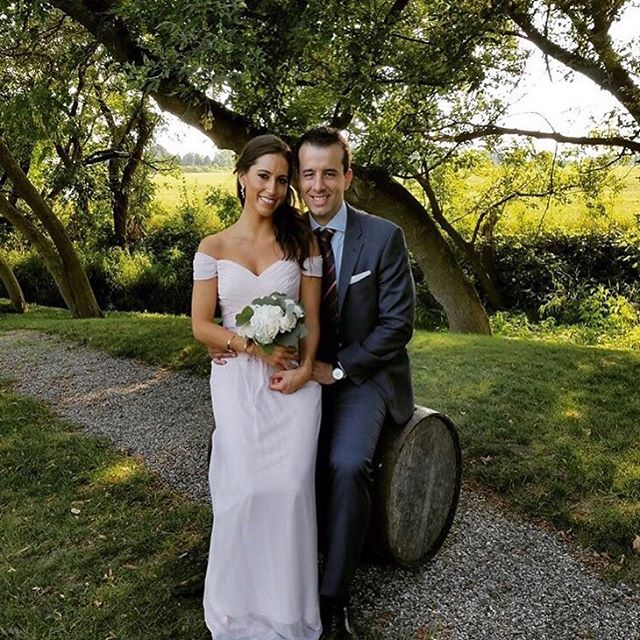 ⠀ 'Tis' the season for gorgeous brides, green pastures, and perfect spray tans 🙌🏼 @gabriellalibu⠀ •⠀ •⠀ •⠀ •⠀ #style #bride #weddingday #weddinginspiration #makeup #weddings #weddingphotography #weddingideas #hair #bridal #style #bride #instawedding #beautyblogger #weddingplanning #weddingstyle #williamsburg #nyc #brooklyn #greenpoint #spraytanning  #airbrushtan #mobilespraytanning #customtan  #tanned #tan #intothegloss