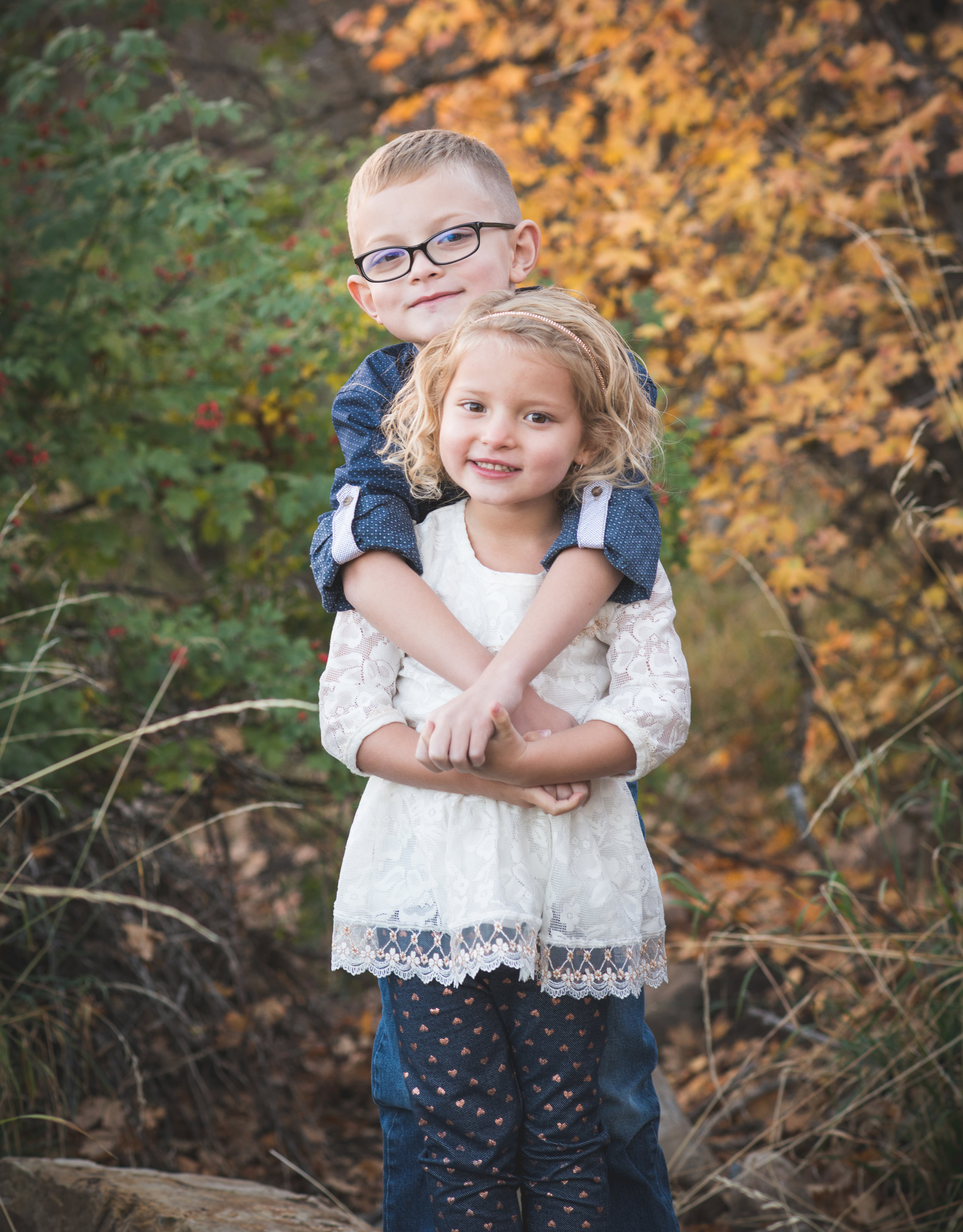 brother-sister-sibling-photography