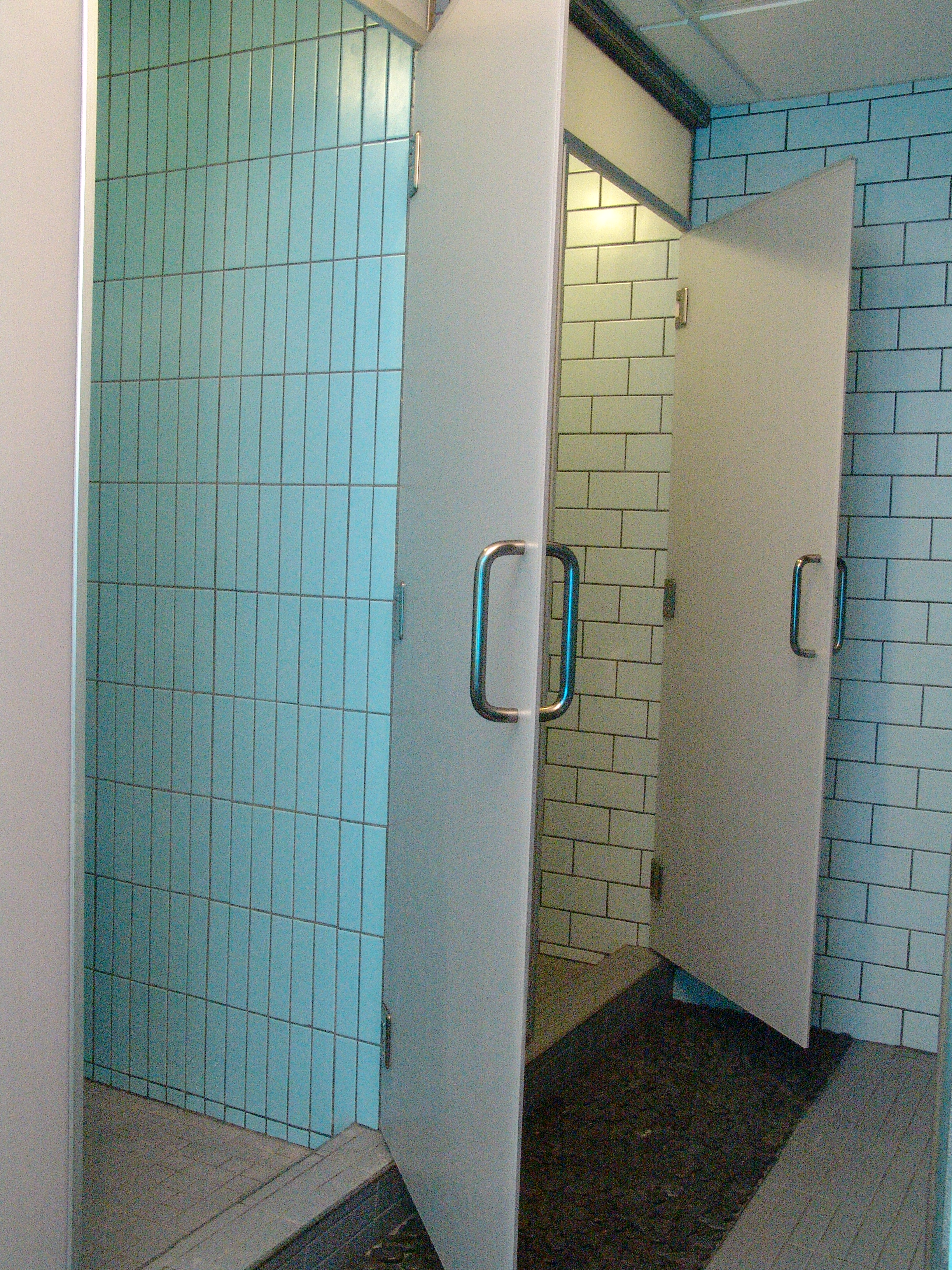 005-commercial tile in showers and walls of spa_3882.JPG